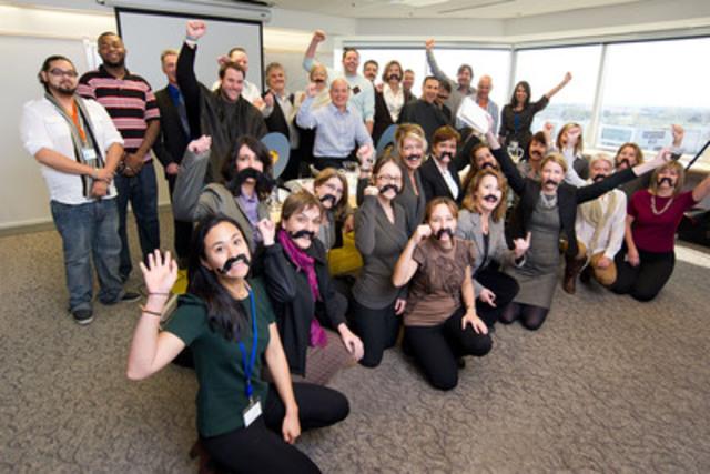 Sanofi Canada participe à Movember. Tout au long de novembre, des membres du personnel de Sanofi à Laval se laisseront pousser la moustache afin d'amasser des dons pour lutter contre le cancer de la prostate. On voit ici l'équipe, entourée de ses partisans, qui sera fraichement rasée pour entamer l'aventure! (Groupe CNW/Sanofi Canada)