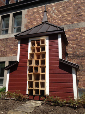 Fairmont Le Château Frontenac's new pollinator bee hotel features the iconic Chateau's namesake copper roof. The Bee Hotel installed at the Chateau Frontenac took advantage of an existing chicken coop that is no longer used. Using scrap plywood leftover from construction in the hotel, a series of boxes were created to house the pollinator habitats. The Bee Hotel will encourage more pollinator activity on the hotels existing herb garden, helping the kitchen provide fresh, local ingredients! (CNW Group/Burt's Bees Canada)