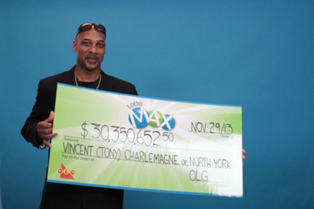 Vincent (Tony) Charlemagne, de Toronto, a reçu son chèque du gros lot de 30 350 652,50 $ du tirage du 2 août 2013 de LOTTO MAX au Centre des prix OLG de Toronto le vendredi 29 novembre 2013. (Groupe CNW/OLG Winners)