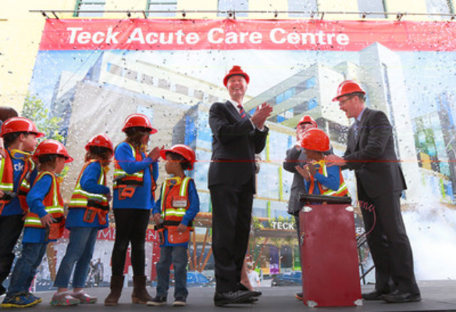 BC Health Minister Terry Lake (right) and Don Lindsay, CEO Teck Resources Limited, (centre) celebrate the beginning of construction of the Teck Acute Care Centre May 9 with patients at BC Children's Hospital in Vancouver. The building is scheduled for completion in 2017. (CNW Group/BC Children's Hospital Foundation)