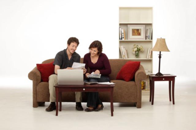 « Vivre en couple » souligne les grandes questions d'argent que tous les couples devraient aborder; les dossiers de crédit et les rôles financiers de chacun par exemple. (Groupe CNW/Agence de la consommation en matière financière du Canada)