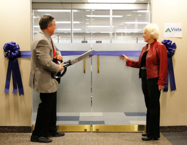Vista co-founders Alex and Wendy Campbell cut the ribbon at a ceremony to mark the opening of a new downtown office. (CNW Group/Vista Projects Limited)