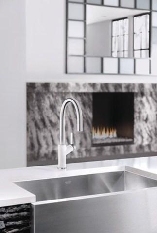 BLANCO URBENA(TM) kitchen faucet in chrome/white (CNW Group/BLANCO Canada Inc.)