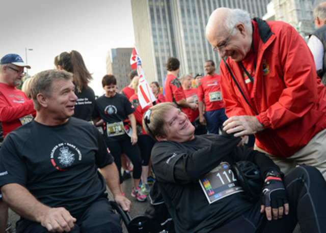 Royal Galipeau, Member of Parliament for Ottawa-Orléans, greets participants at the starting line for the 7th Canada Army Run in Ottawa. (CNW Group/Veterans Affairs Canada)