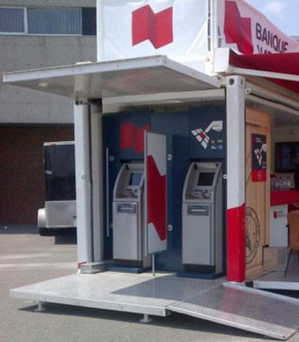National Bank Hub (mobile bank) set up since Sunday on the grounds of Polyvalente Montignac school (3409 Laval St. in Lac-Mégantic). (CNW Group/National Bank of Canada)
