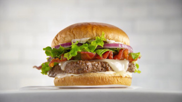 The Bacon Mozzarella Burger boasts Wendy's signature quality ingredients including thick cut, oven cooked Applewood Smoked Bacon, fresh, never frozen beef and creamy and sweet mozzarella. It's then topped with sliced red onions, spring mix and a garlic parmesan cheese spread - all sandwiched between a toasted garlic brioche bun. (CNW Group/Wendy's Restaurants of Canada)