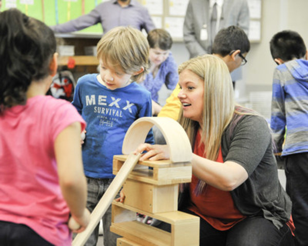 Mrs. Andrea Walker from Beaver Creek Elementary School in Surrey, BC, interacts with her students after receiving innovative STEM classroom materials from the Fuel Your School program, which will be providing $200,000 to public school teachers in Surrey in 2015. (CNW Group/Fuel Your School)