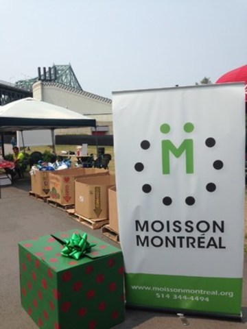 "The ""Christmas at La Ronde"" food drive benefiting Moisson Montréal (CNW Group/MOISSON MONTREAL)"