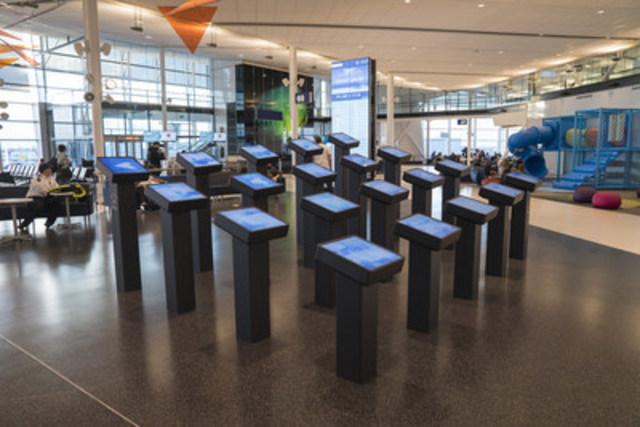 Une nouvelle installation multimédia permanente conçue par Moment Factory au cœur de l'Espace Air Transat à l'aéroport Montréal-Trudeau. (Groupe CNW/Air Transat)