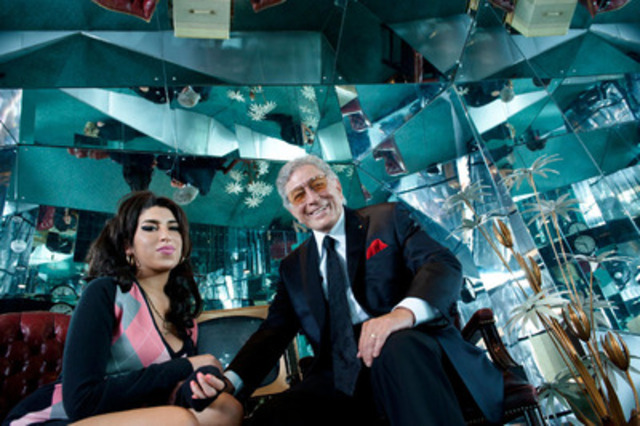 Never before released photo of Amy Winehouse and Tony Bennett taken from the Body and Soul recording session at Abbey Road Studios in London. (CNW Group/Sony Music Entertainment Canada Inc.)