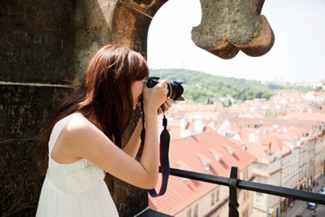 Women are continuing to plan trips alone, but should take a few extra precautions (CNW Group/Hotels.com)