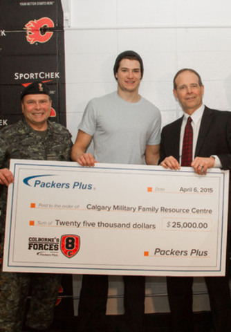 Packers Plus President & CEO, Dan Themig (right) and Calgary Flames forward, Joe Colborne (centre), present their donation to Col. Charles Hamel (left) of the Calgary Military Family Resource Centre. (CNW Group/Packers Plus Energy Services Inc.)