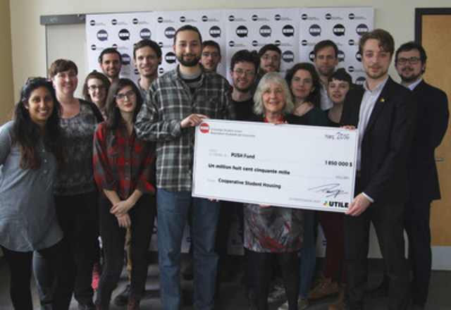 Terry Wilkings, General Coordinator of CSU, Marguerite Mendell, President of the PUSH Fund, and Laurent Levesque, General Coordinator of UTILE hold the first check invested in the Fund. (CNW Group/UTILE - Unité de travail pour l'implantation de logement étudiant)
