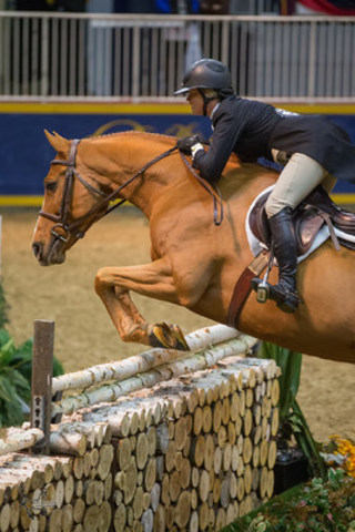Erynn Ballard of Tottenham, ON, and Valentino Now, owned by MVB Group, won the $15,000 Braeburn Farms Hunter Derby at the 2015 Royal Horse Show® on Monday, November 9 (CNW Group/Royal Agricultural Winter Fair)