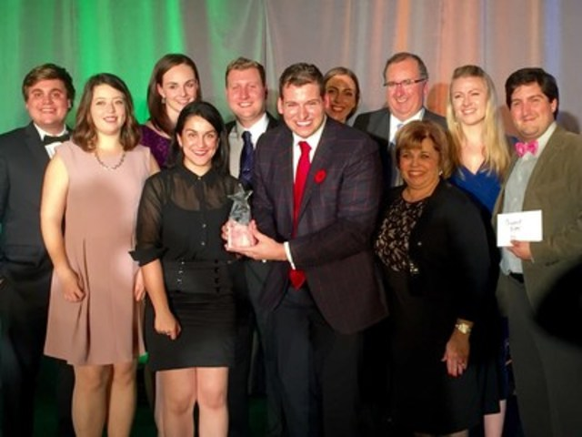 Media One Creative team accepting the BEA Award (CNW Group/Media One Creative Inc.)