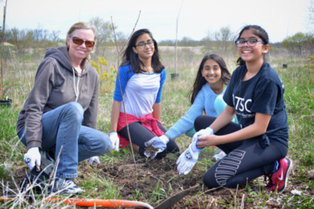 Across the province, Forests Ontario and its planting partners planted 2,800 trees at the 8th annual Community Planting Weekend. (CNW Group/Forests Ontario)