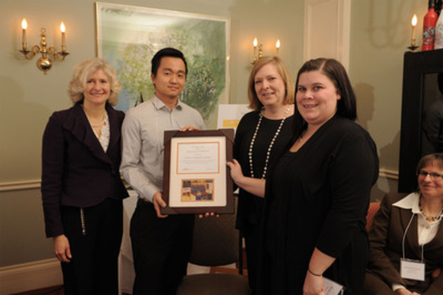 Loblaw Companies Limited receiving their Judges' Award of Distinction (CNW Group/Food Banks Canada)