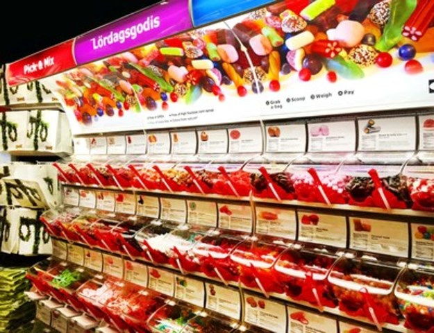 IKEA's new LÖRDAGSGODIS Pick & Mix sweets (CNW Group/IKEA Canada)