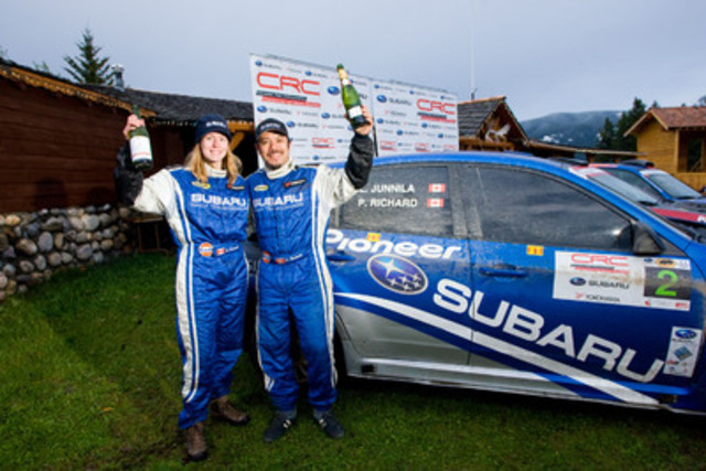 At the podium, Patrick Richard and Leanne Junnila finishes second place. (CNW Group/Subaru Canada Inc.)