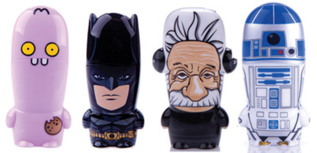 Les écoliers peuvent transporter leurs fichiers avec leurs personnages préférés. Ugly Dolls, Batman, Einstein et R2-D2 n'en sont que quelques-uns. (Groupe CNW/Staples Canada/Bureau en Gros)