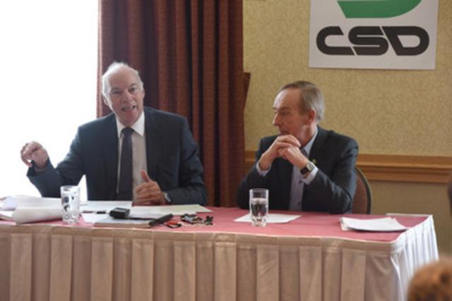 Le président de la Centrale des syndicats démocratiques, François Vaudreuil (à droite), accompagné de Me Denis Bradet, a annoncé que la CSD contestera devant la Cour supérieure la Loi sur la représentation des ressources de type familial (RTF) et de certaines ressources intermédiaires (RI). (Groupe CNW/Centrale des syndicats démocratiques (CSD))