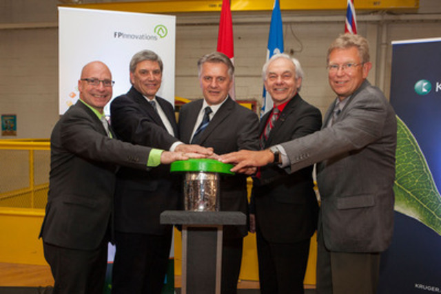 Official picture of the cellulose filament demonstration plant dedication at Kruger's Trois-Rivières Mill. Please consult the following FTP site to obtain the names and titles of the people pictured: ftp://media@iw.kruger.com (username: media / password: media). (username: media / password: media). (CNW Group/Kruger Inc.)