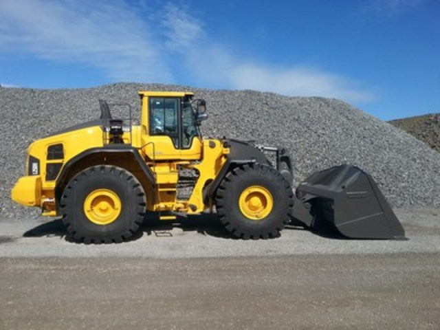 A Volvo wheel loader equipped with a Tier 4 Final/Stage IV engine (CNW Group/Hunter Ultrasonics)