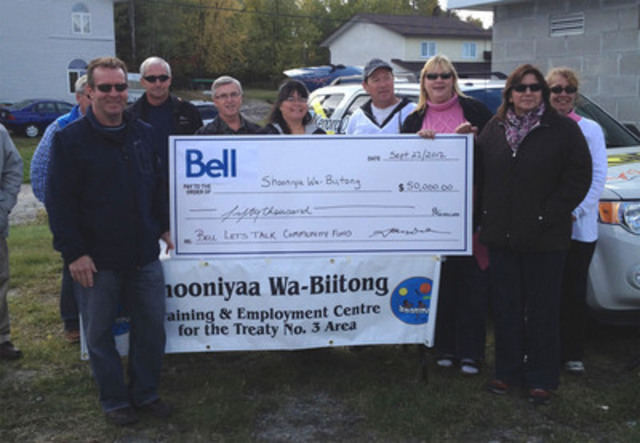 2012 Bell Let's Talk Community Fund presentation to The Shooniyaa Wa-Biitong Training and Employment Centre. (CNW Group/Bell Canada)
