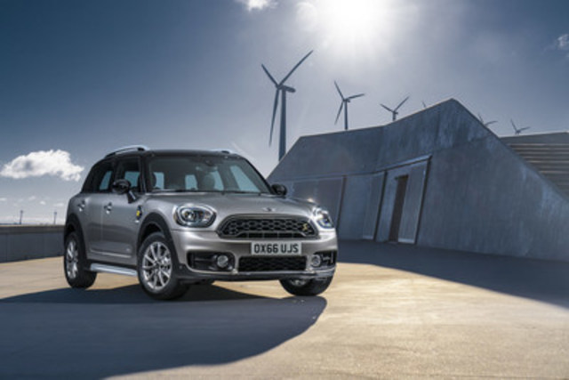 The all-new 2017 MINI Cooper S E Countryman ALL4, MINI's first plug-in hybrid model. (CNW Group/MINI Canada)
