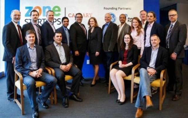 Le maire de Calgary, Naheed Nenshi, la présidente et chef de la direction de GE Canada, Elyse Allan, et les jeunes entrepreneurs locaux sont ravis d'innover à la nouvelle Zone Startups Calgary, partenariat entre GE Canada et Ryerson Futures visant l'accélération de la croissance des jeunes entreprises en Alberta. (Groupe CNW/GE Canada)