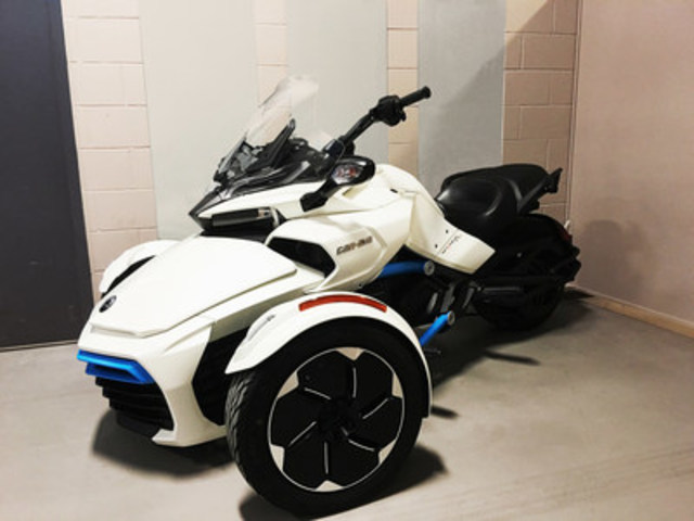 Le Centre de technologies avancées BRP-Université de Sherbrooke (CTA) présente son véhicule concept électrique Can-Am Spyder (Groupe CNW/Centre de technologies avancées BRP-Université de Sherbrooke)