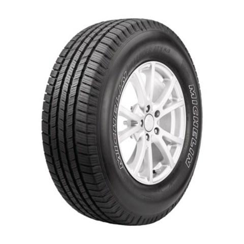 Michelin est fier d''annoncer que son pneu DEFENDERMC réputé pour sa durabilité remarquable est maintenant à portée de roue des camionnettes, VUS et multisegments grâce au lancement du tout nouveau DEFENDERMC LTXMC M/SMC de MICHELINMD, doté du composé de gomme de pointe EverTreadMC. (Groupe CNW/Michelin Canada)