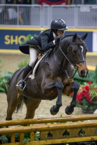 Darcy Hayes and Say When won the $15,000 Braeburn Farms Hunter Derby on Sunday, November 6, at the Royal Horse Show in Toronto, ON. Photo by Mackenzie Clark (CNW Group/Royal Agricultural Winter Fair)