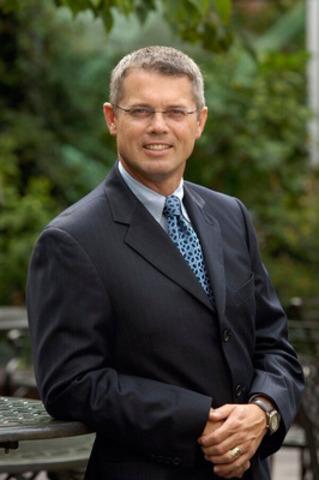 Terence (Terry) Flynn, PhD, ARP, FSCRP (Groupe CNW/Société canadienne des relations publiques)