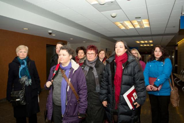 Le Collectif 8 mars au Palais de justice de Montréal. (Groupe CNW/Alliance du personnel professionnel et technique de la santé et des services sociaux (APTS))