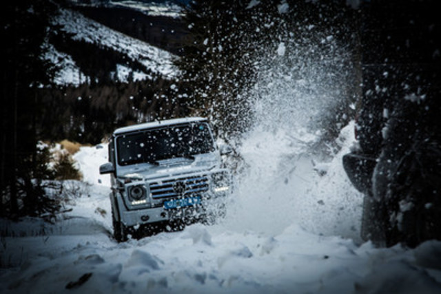 Mike Horn during a driving lesson in the Mercedes-Benz G-Class. (CNW Group/Mercedes-Benz Canada Inc.)