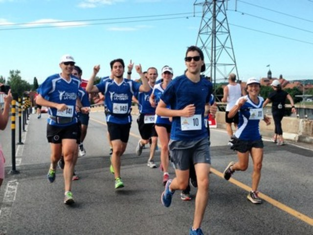 20 students will meet the challenge of a lifetime this Sunday at the Oasis Montreal Marathon (CNW Group/Students in the running)