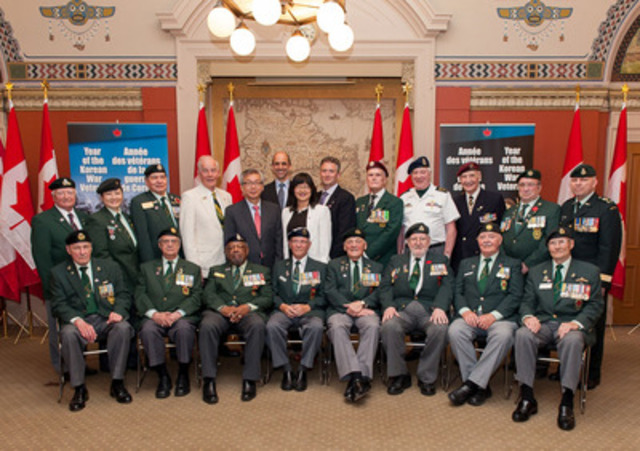 Minister Blaney, Senator Martin, Member of Parliament Calkins, his Excellency Cho Hee-yong, Ambassador of the Republic of Korea, and Korean War Veterans, highlight the passing of Bill S-213, an Act establishing a national day of recognition of Veterans of the Korean War (CNW Group/Veterans Affairs Canada)