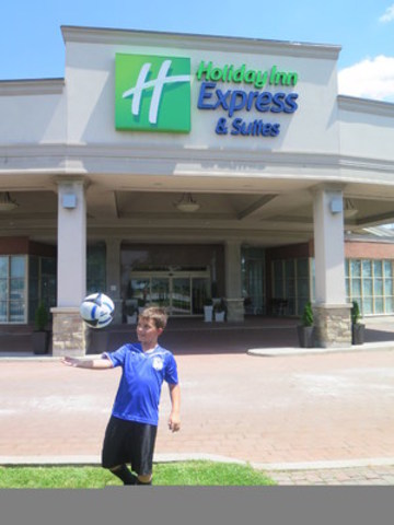 Soccer youngster kicks his way to a win with Holiday Inn Express (CNW Group/InterContinental Hotels Group)