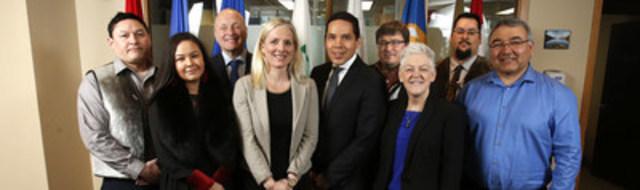 Le 7 avril 2016, la ministre de l'Environnement et du Changement climatique, Catherine McKenna, et l'administratrice de l'Agence de protection de l'environnement (EPA) des États-Unis, Gina McCarthy, ont rencontré des chefs de l'organisme Inuit Tapiriit Kanatami à l'occasion de la venue de l'administratrice de l'EPA à Ottawa, en Ontario. (Groupe CNW/Environnement et Changement climatique Canada)