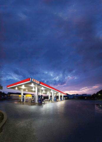 Une station Esso à Oakville en Ontario. Crédit photo pour tout usage médiatique: Chris Gordaneer. (Groupe CNW/Imperial Oil)