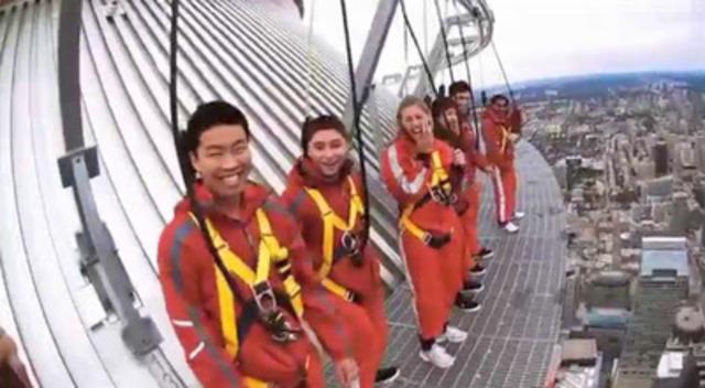 Vidéo : Des vidéos amateurs, présentant notamment l'expérience distinctive L'Haut Da Cieux au sommet de la Tour CN, passeront dans certains cinémas d'Australie pour inciter les voyageurs à venir en vacances au Canada l'été prochain.