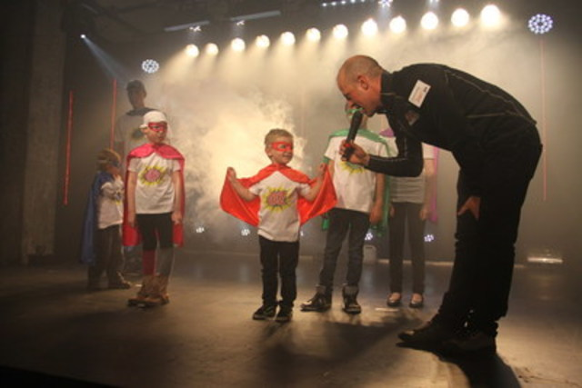 Les enfants parrainés par l'événement se sont présentés vêtus de costumes de superhéros afin de célébrer le courage des enfants malades et défavorisés qui bénéficieront des dons amassés. (Groupe CNW/24h de Tremblant)