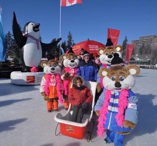 Les patineurs portent du rose à l'occasion du Patinage pour la vie CIBC lors du Bal de Neige (Groupe CNW/Banque CIBC)