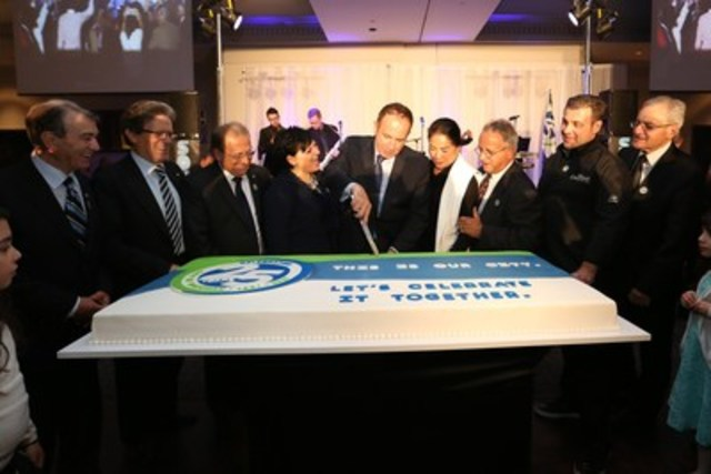 Mayor Maurizio Bevilacqua and Members of Council cutting Vaughan's 25th Anniversary ceremonial cake. (CNW Group/City of Vaughan)