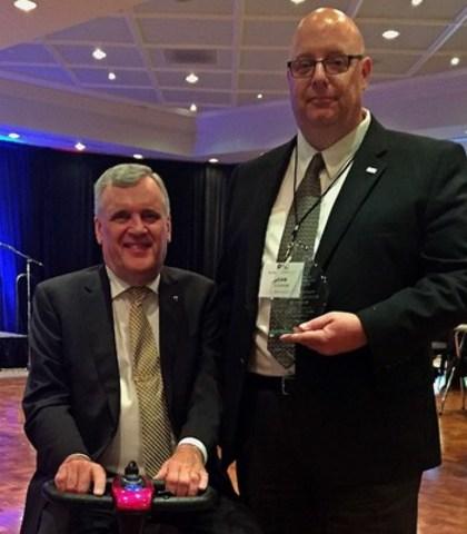 David Charles Onley, 28th Lieutenant Governor of Ontario (left) with Sean Callaghan, Sodexo Canada (CNW Group/Sodexo Canada)