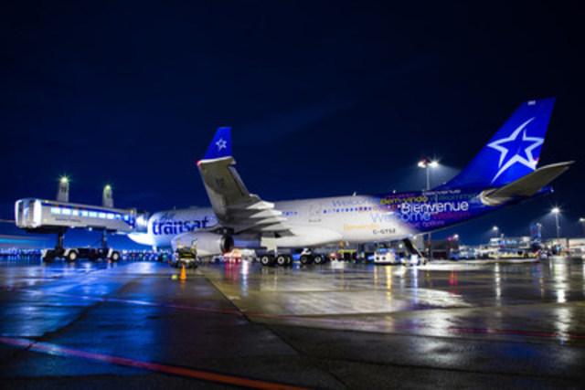 Le vol TS8503 d''Air Transat a atterri ce mercredi soir 23 décembre à Montréal, en provenance de Amman (Jordanie), avec à son bord 304 réfugiés syriens. Il s''agit du premier vol d''une compagnie aérienne effectué à destination de Montréal dans le cadre de cette opération humanitaire majeure visant à transporter quelque 25 000 réfugiés vers le Canada, à l''initiative du gouvernement canadien. « Nous sommes très heureux de prêter main forte au gouvernement canadien et aux autorités internationales » a déclaré Jean-François Lemay, directeur général d''Air Transat. (Groupe CNW/Transat A.T. inc.)