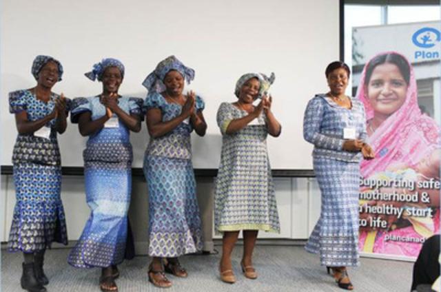 Des membres de communautés du Zimbabwe chantant et dansant lors d'un événement organisé par Plan Canada pour mettre de l'avant les bienfaits des investissements canadiens dans la santé des mères, des nouveau-nés et des enfants dans les pays en développement. Ont assisté à l'événement : Mme Laureen Harper, l'honorable Christian Paradis, ministre du Développement international et ministre de la Francophonie, l'honorable Lynne Yelich, ministre d'État (Affaires étrangères et consulaires), les députées Hélène Laverdière et Kirsty Duncan, de même que des donateurs canadiens et des responsables locales de la défense des droits des enfants. (Groupe CNW/Plan Canada)