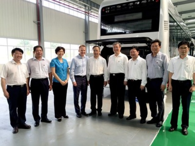 Guangdong Province Party Secretary Mr. Hu Chunhua (center of photo) and Ballard CEO Randy MacEwen, together with delegation members and executives (CNW Group/Ballard Power Systems Inc.)