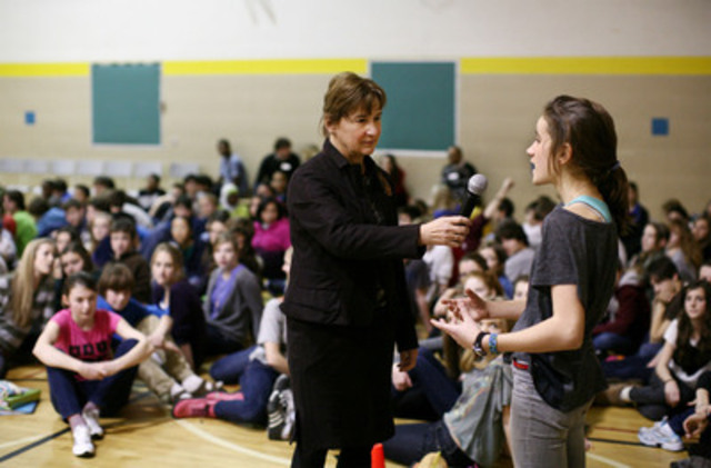 Canada's Privacy Commissioner, Jennifer Stoddart, gets a student's perspective on privacy during a presentation at Hopewell Avenue Public School in Ottawa, where she unveiled three new tools to help young Internet users protect their privacy. (Photo Credit: Dave Chan) (CNW Group/Office of the Privacy Commissioner of Canada)
